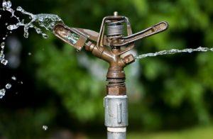 آبپاش در سیستم آبیاری بارانی